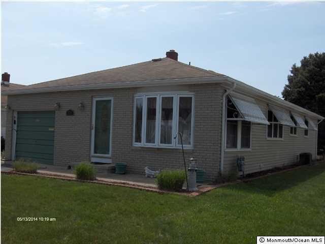 Photo of home for sale at 227 Fort De France Avenue Avenue, Toms River NJ