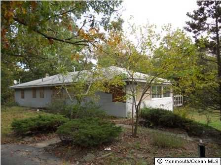 Photo of home for sale at 333 Hope Chapel Road Road, Lakewood NJ