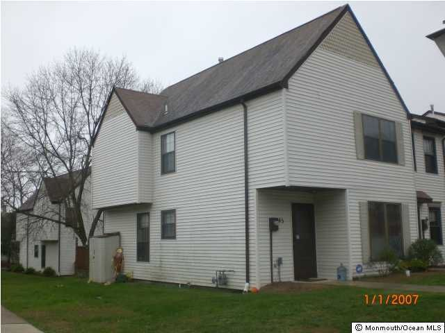 Photo of home for sale at 45 Queens Way Way, Englishtown NJ