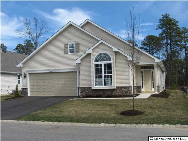 Photo of home for sale at 621 Timberline Lane Lane, Whiting NJ
