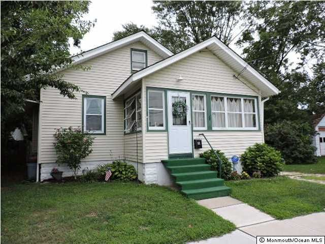 Photo of home for sale at 10 Blakey Avenue Avenue, Manasquan NJ