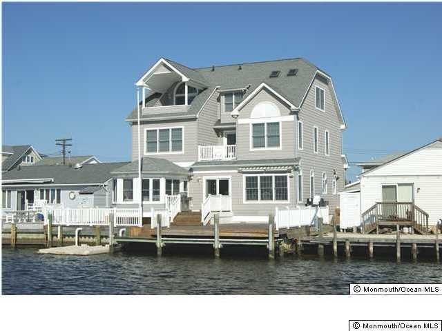 Photo of home for sale at 419 Delray Drive Drive, Toms River NJ