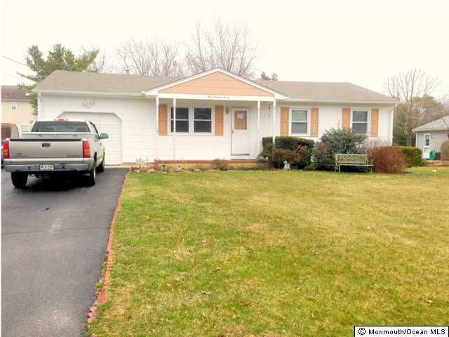 Photo of home for sale at 107 Bluejacket Avenue Avenue, Manahawkin NJ