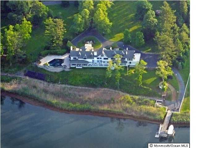 Photo of home for sale at 700 Navesink River Road Road, Middletown NJ