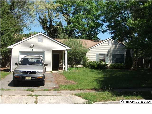 Photo of home for sale at 8 Maplewood Court Court, Barnegat NJ