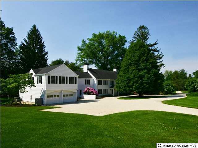 Photo of home for sale at 138 Bingham Avenue Avenue, Rumson NJ