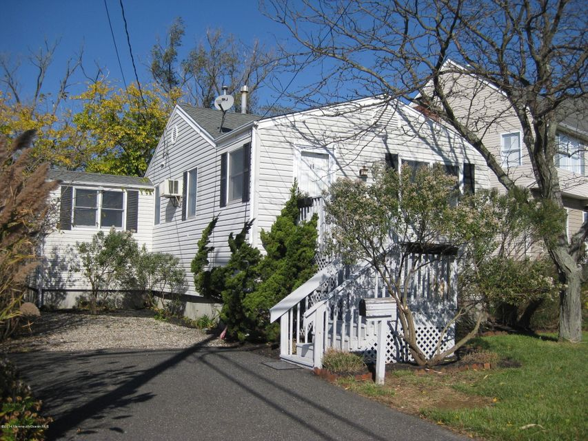 Photo of home for sale at 19 Griffin Street Street, Monmouth Beach NJ