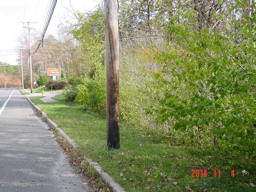 Additional photo for property listing at 949 Burnt Tavern Road  Brick, New Jersey 08724 États-Unis