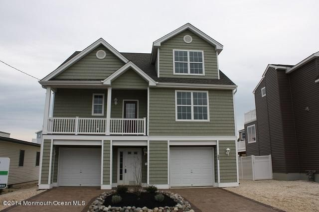 Photo of home for sale at 23 Ruth Drive Drive, Manahawkin NJ