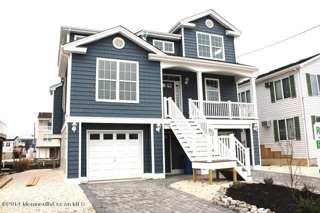 Photo of home for sale at 48 Marin Lane Lane, Manahawkin NJ