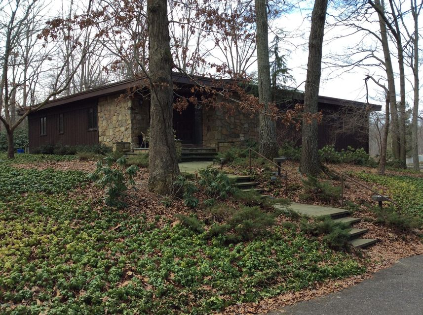 Photo of home for sale at 384 Monmouth Road Road, Millstone NJ