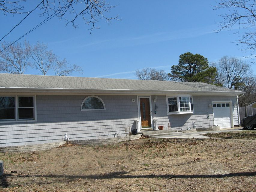 Maison unifamiliale pour l Vente à 51 Bark Road Brick, New Jersey 08723 États-Unis