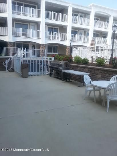 Additional photo for property listing at 438 Highway 35  Mantoloking, New Jersey 08738 États-Unis