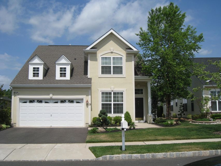 Photo of home for sale at 19 Citation Lane Lane, Manalapan NJ