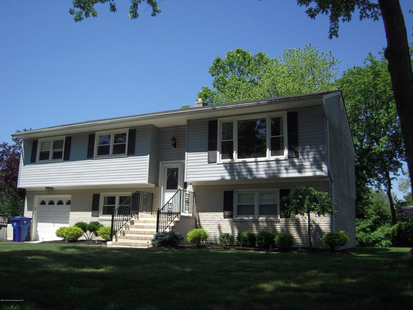Photo of home for sale at 814 Sycamore Court Court, Toms River NJ
