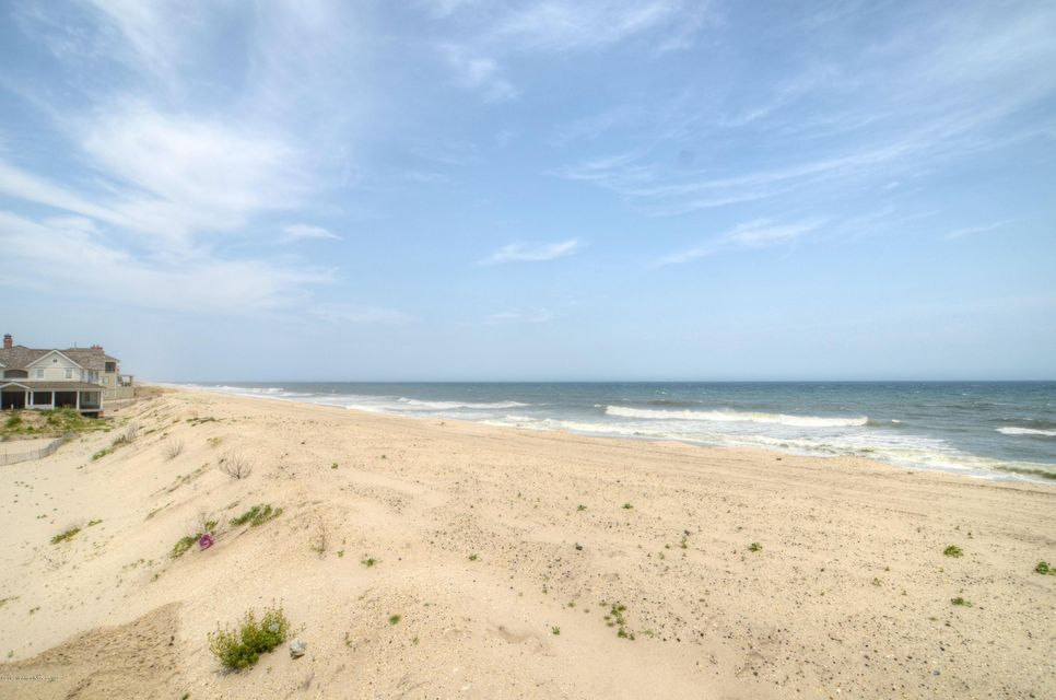 Photo of home for sale at 1085 Ocean Avenue Avenue, Mantoloking NJ
