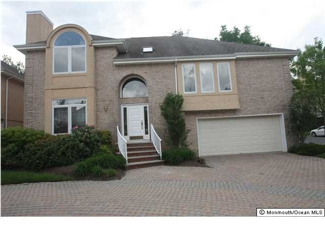 Photo of home for sale at 218 Pebble Beach Court Court, Holmdel NJ