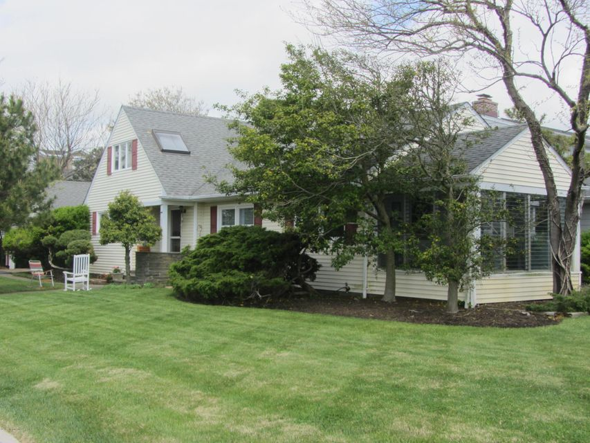 Photo of home for sale at 100 Brown Avenue Avenue, Spring Lake NJ
