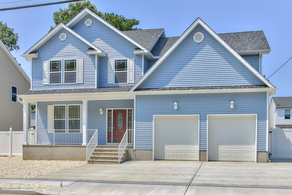 Photo of home for sale at 2320 6th Avenue Avenue, Toms River NJ