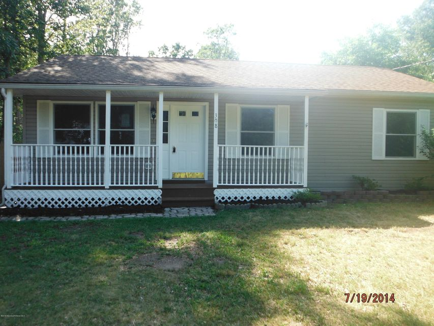 Photo of home for sale at 308 Jackson Pines Road Road, Jackson NJ