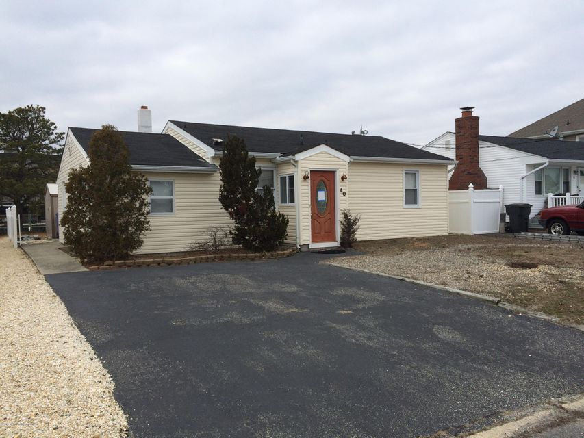 Photo of home for sale at 40 Neptune Road Road, Toms River NJ