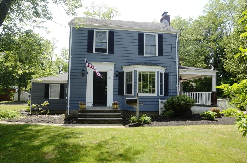 Photo of home for sale at 24 Hubbard Avenue Avenue, Middletown NJ