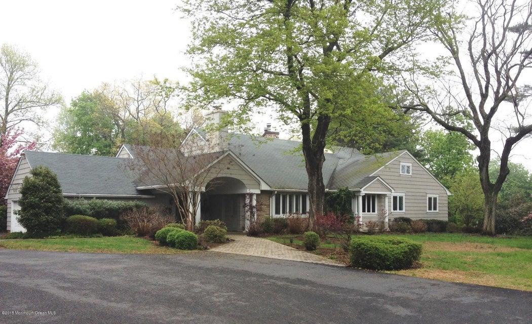 Photo of home for sale at 12 Sheraton Lane Lane, Rumson NJ