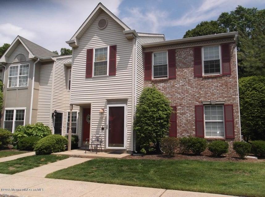 Photo of home for sale at 129 Gettysburg Lane Lane, Holmdel NJ