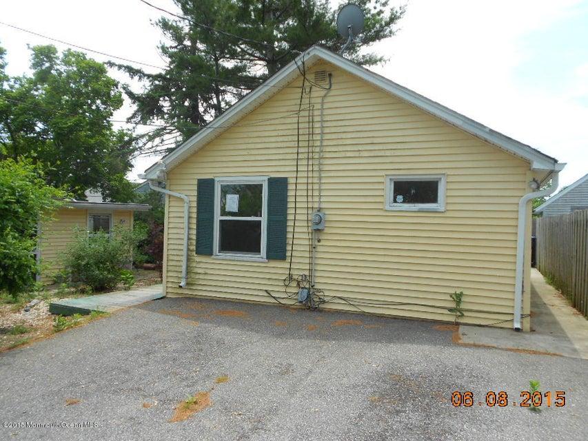 Photo of home for sale at 900 Tiller Avenue Avenue, Beachwood NJ
