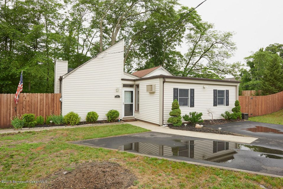 Photo of home for sale at 28 Grove Street Street, Middletown NJ