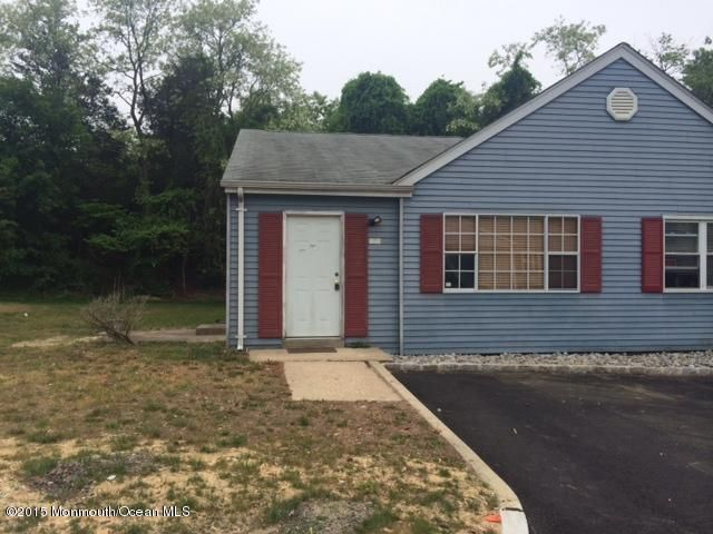 Photo of home for sale at 12a Primrose Lane Lane, Jackson NJ