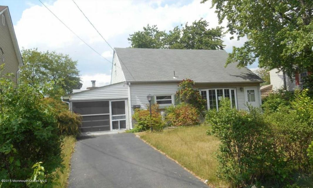 Photo of home for sale at 33 Birch Terrace Terrace, Parlin NJ