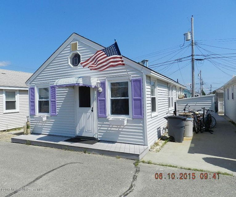 Photo of home for sale at 25 8th Lane Lane, South Seaside Park NJ