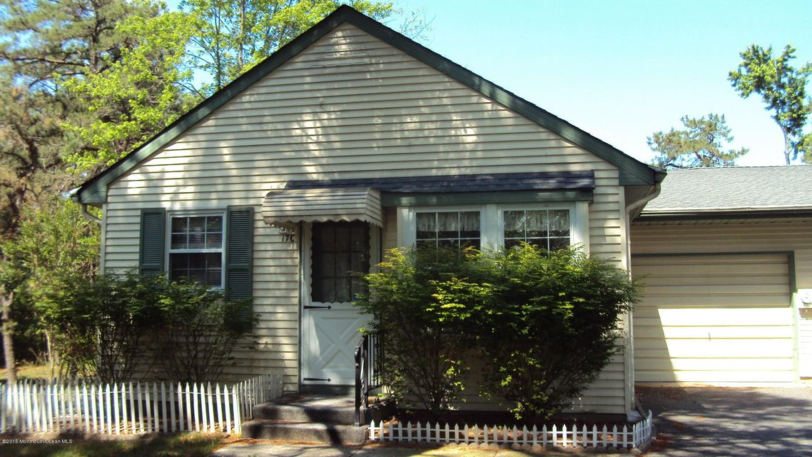Photo of home for sale at 17 Penwood Drive Drive, Whiting NJ