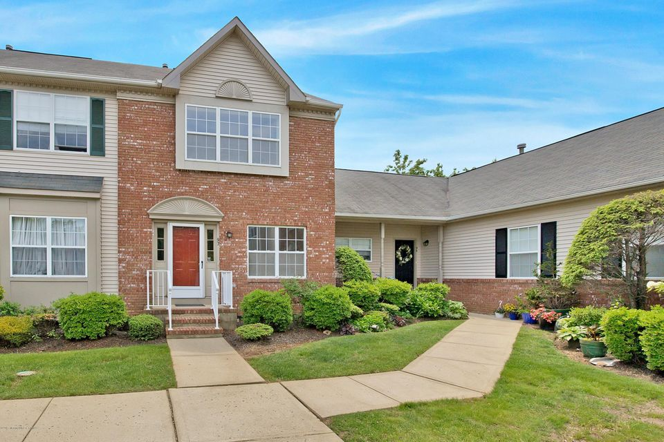 Photo of home for sale at 93 Cranbrook Court Court, Holmdel NJ