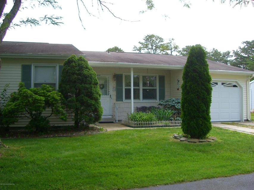 Photo of home for sale at 7 Orchard Drive Drive, Whiting NJ