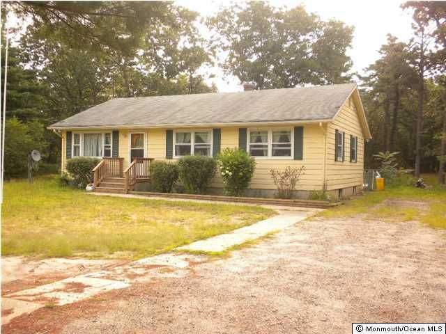 Photo of home for sale at 635 Bennetts Mills Road Road, Jackson NJ