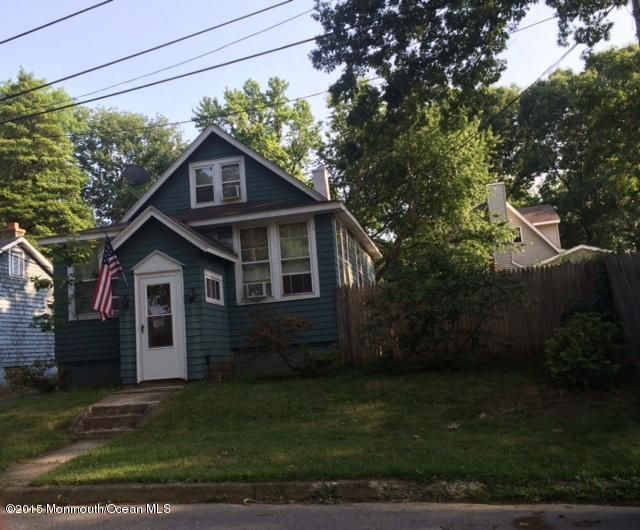 Photo of home for sale at 111 Oakland Avenue Avenue, Atlantic Highlands NJ