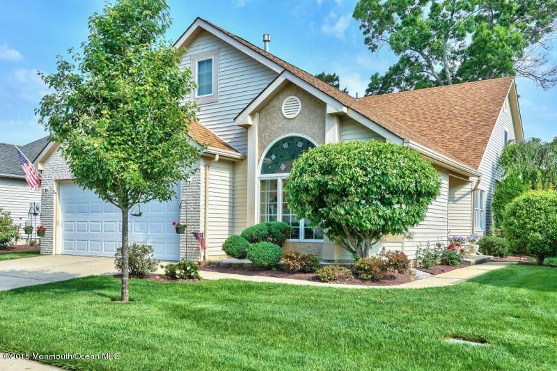 Photo of home for sale at 1572 Lacebark Road Road, Toms River NJ