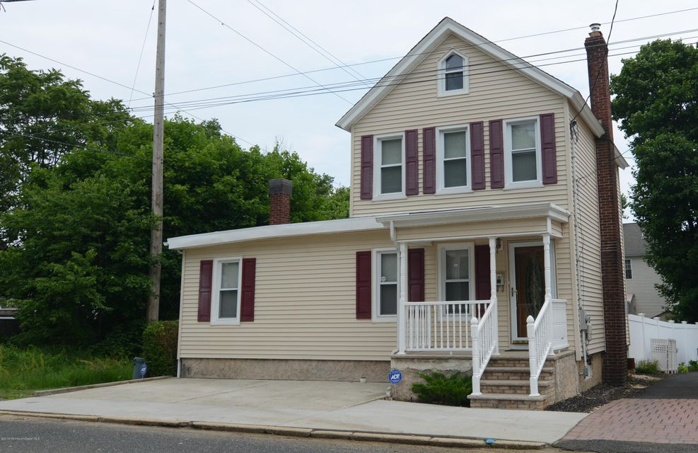 Photo of home for sale at 47 Green Grove Avenue Avenue, Keyport NJ