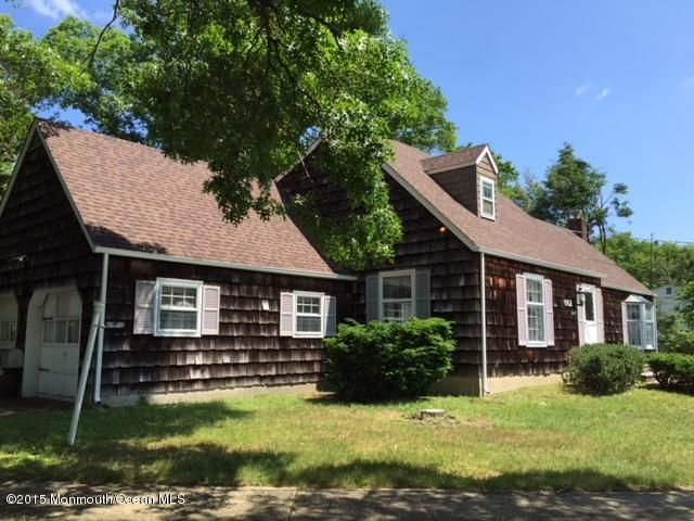 Photo of home for sale at 662 Aldrich Road Road, Howell NJ