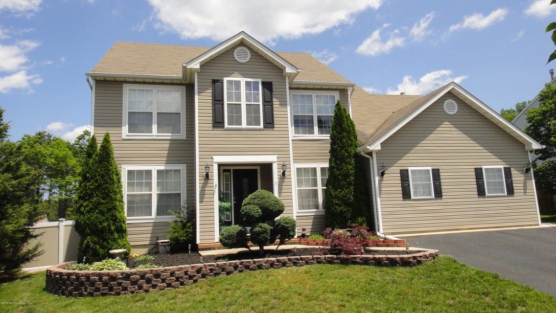 Photo of home for sale at 3 Herkimer Court Court, Barnegat NJ