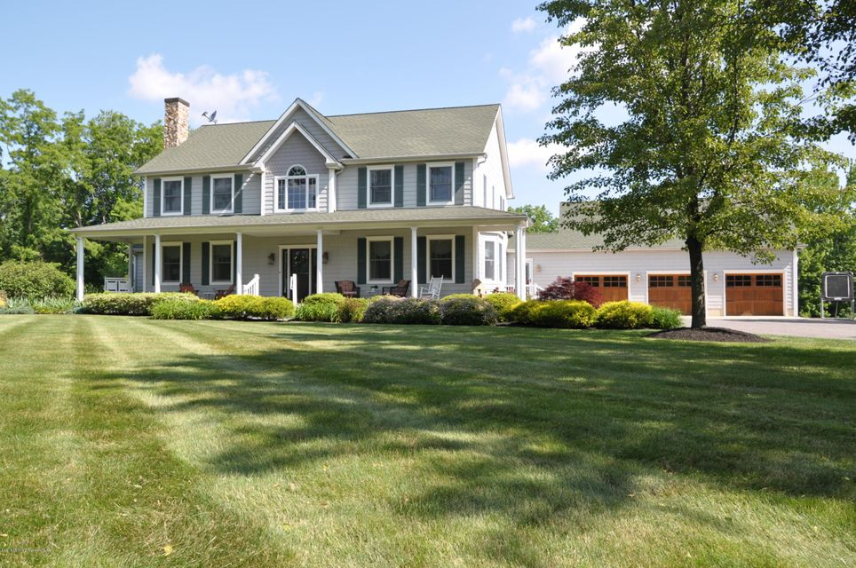 Photo of home for sale at 741 Perrineville Road Road, Millstone NJ