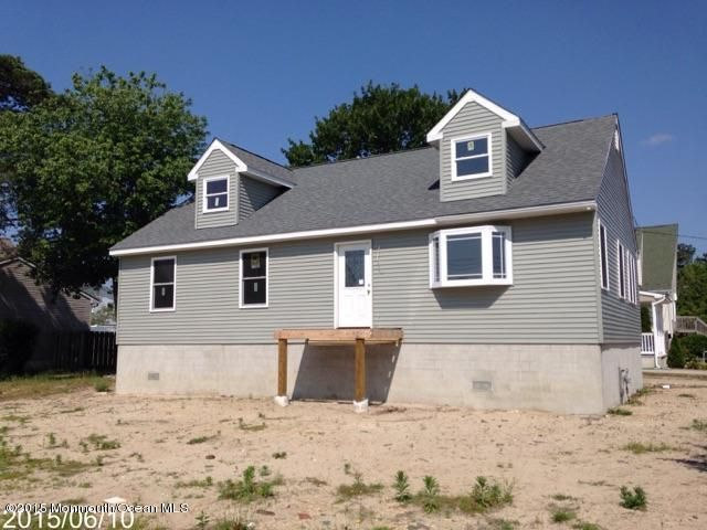 Photo of home for sale at 38 Sage Road Road, Toms River NJ