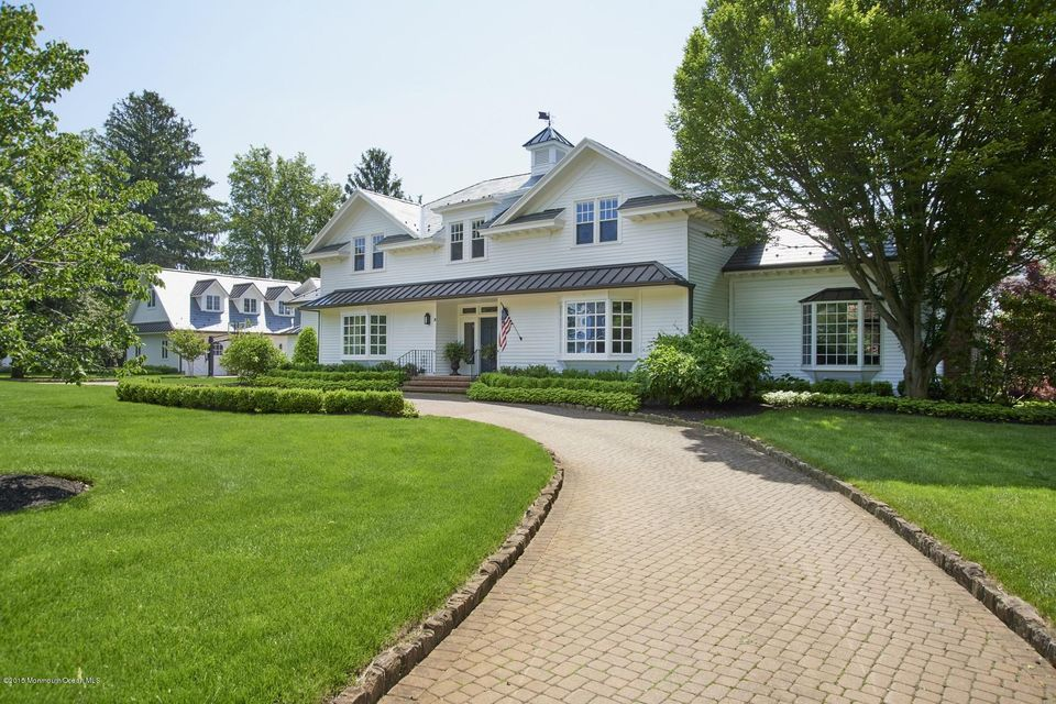 Photo of home for sale at 3 Pompano Road Road, Rumson NJ