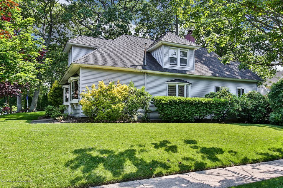 Photo of home for sale at 2011 4th Avenue Avenue, Spring Lake NJ