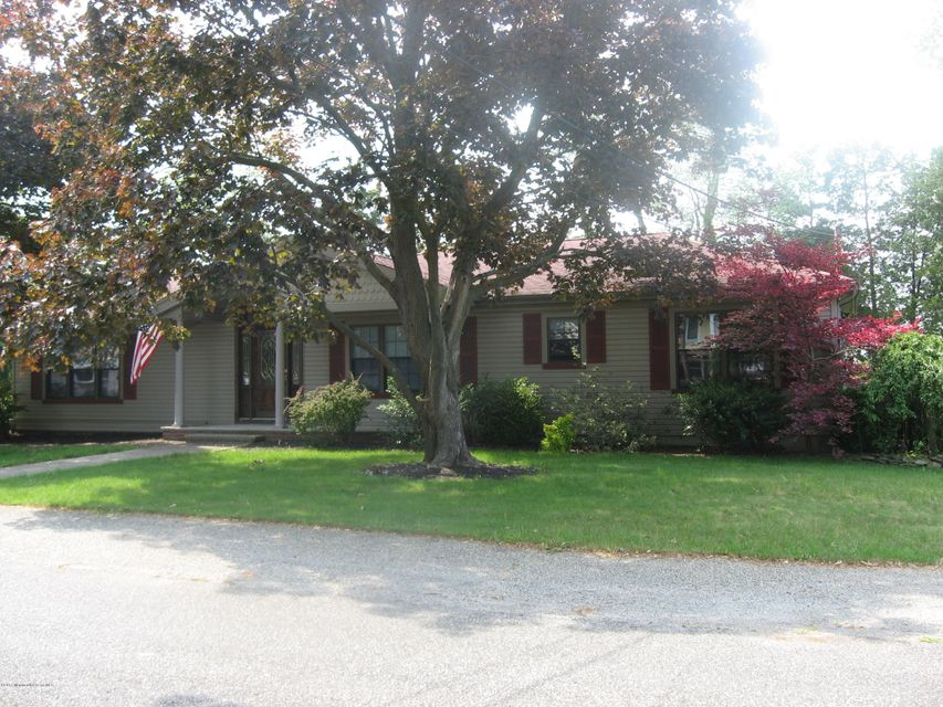 Photo of home for sale at 711 Pine Drive Drive, Brick NJ