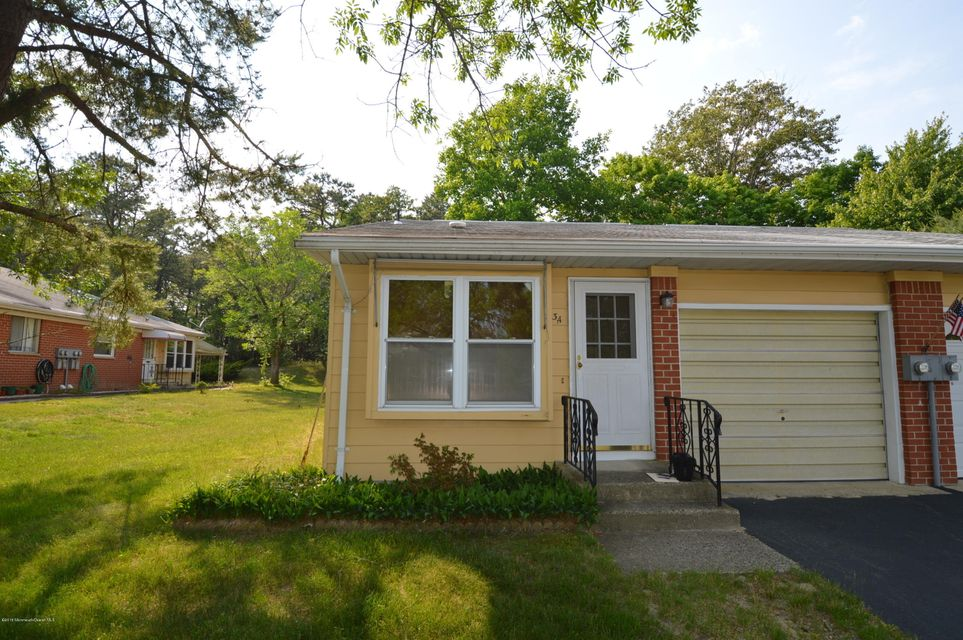 Photo of home for sale at 3 Lafayette Drive Drive, Whiting NJ