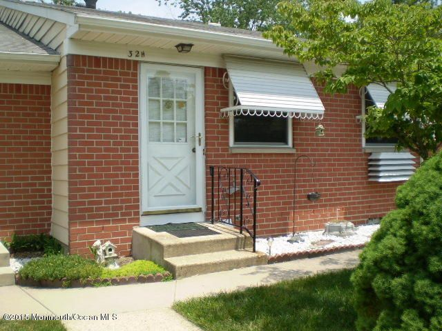 Photo of home for sale at 32 Columbus Boulevard Boulevard, Manchester NJ