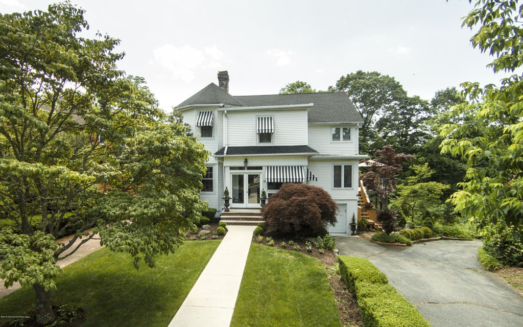 Photo of home for sale at 22 Hubbard Park Park, Red Bank NJ